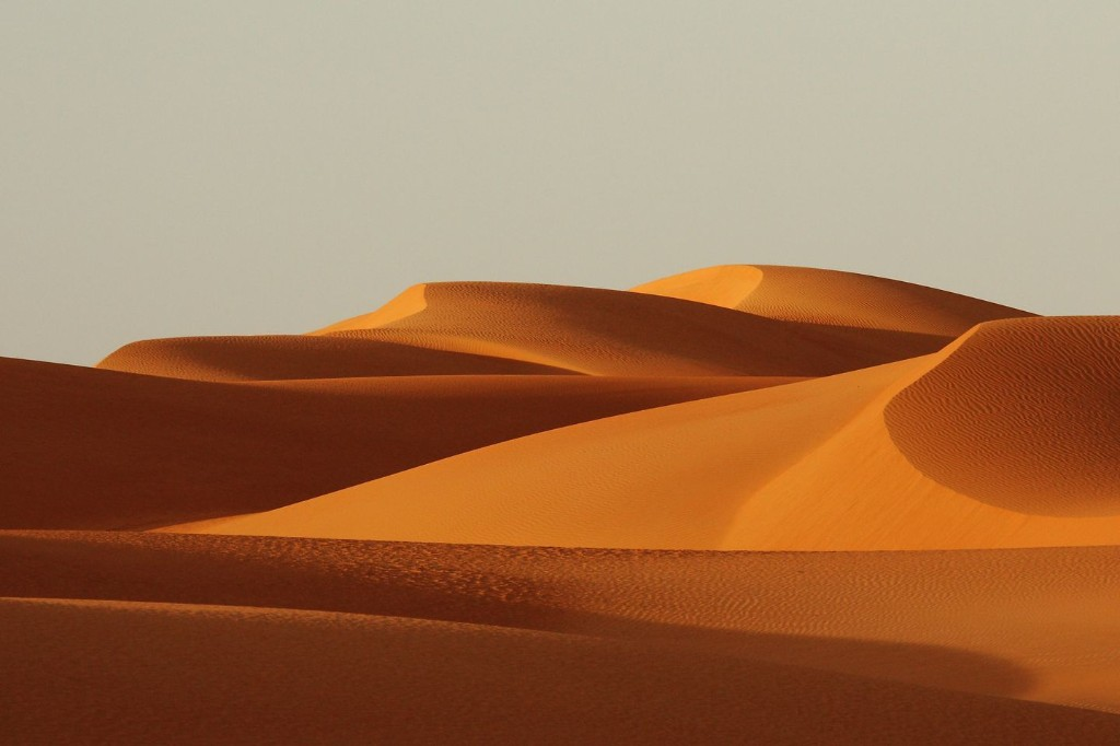 Sand dunes 'communicate' when they move, researchers say