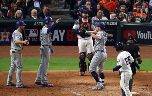 Dodgers break through in ninth, even World Series at two games apiece