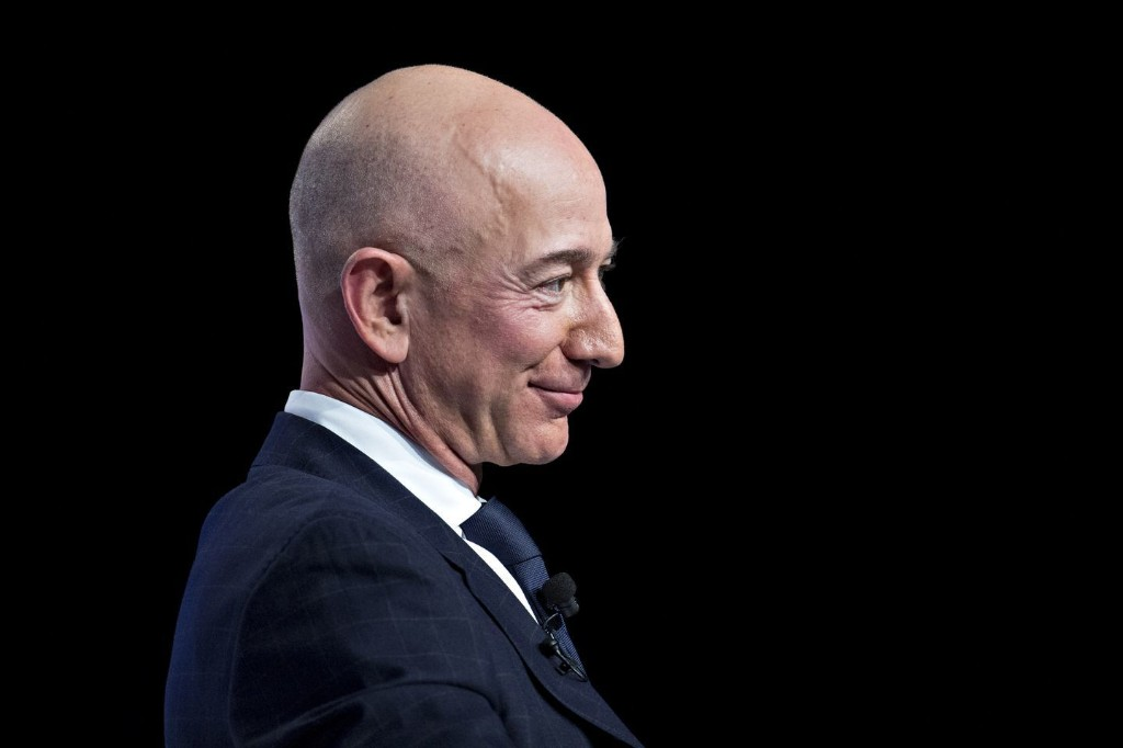 What happens when billionaires battle gossipmongers? Prepare for explosions.