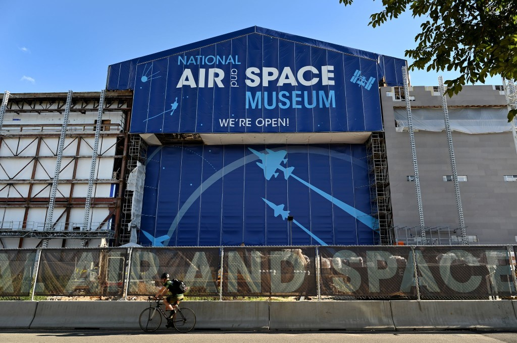 Construction worker dies after falling from elevator at National Air and Space Museum