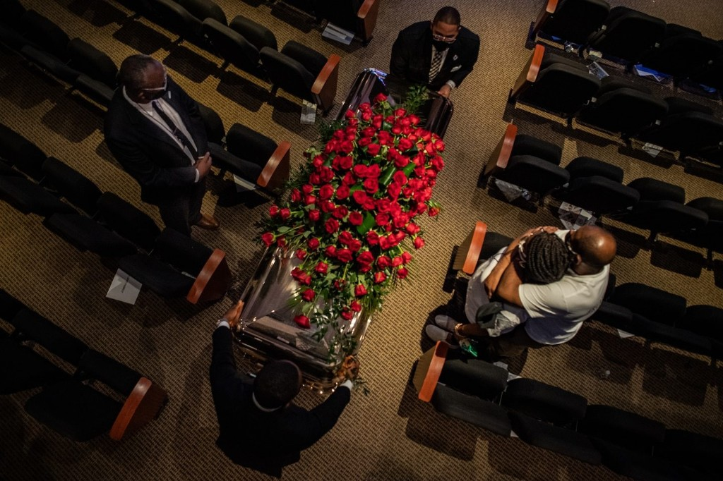 For George Floyd, an emotional final farewell