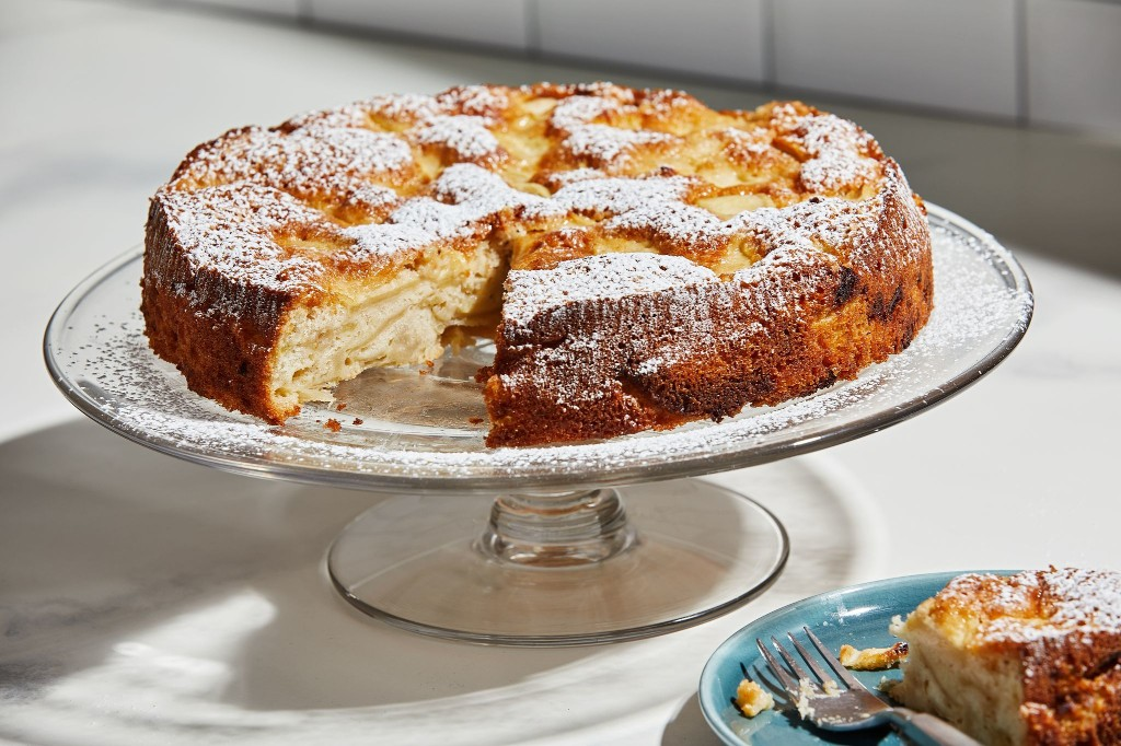 This one-bowl Russian apple cake reminds us of hospitality in difficult times