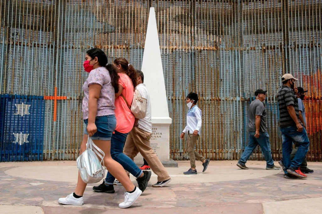 Trump weighs blocking Americans at the Mexico border, but legal authority is shaky and no decision has been made