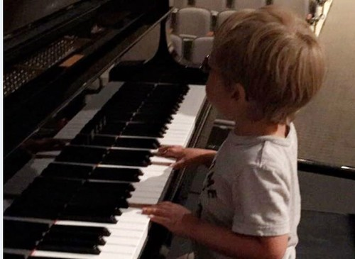 Avett Ray is a self-taught piano sensation at age 7. He's also blind.