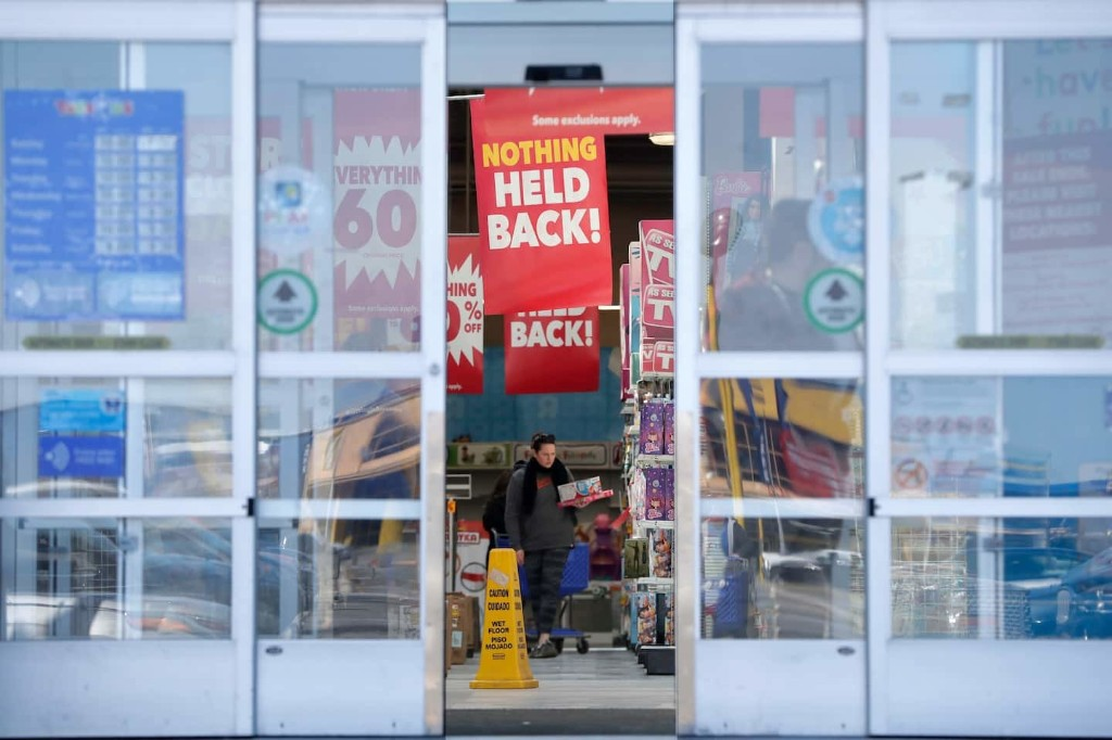 'Retail vortex': How deepening discounts and thinning profit margins could take their toll this holiday season