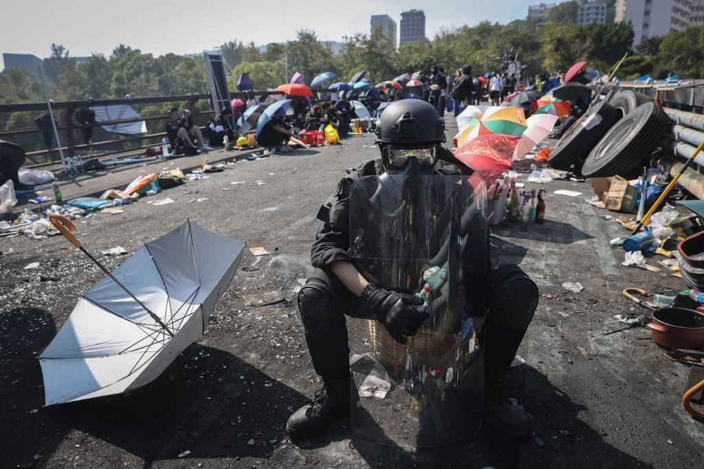 As unrest paralyzes Hong Kong, college students from elsewhere begin to evacuate