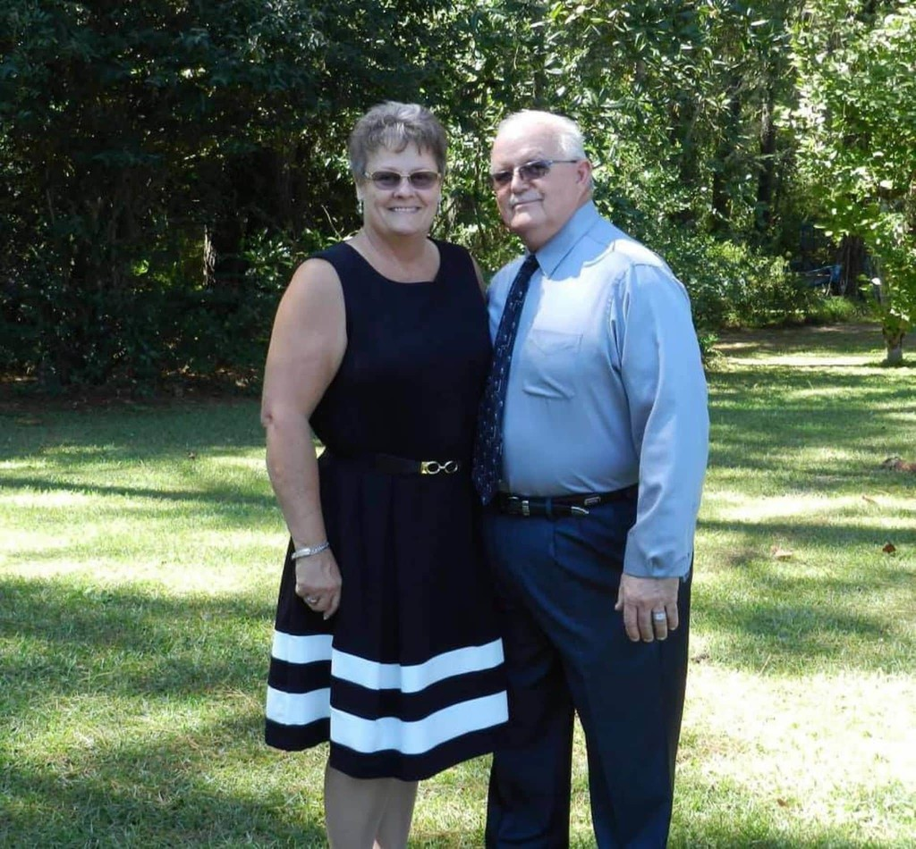 A corrections officer and his wife were inseparable. They died of covid-19 an hour apart.