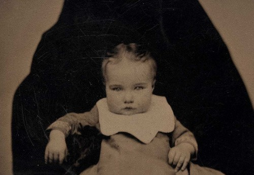 Moms were once expected to stay hidden in their children's photos. Too many still go unseen.