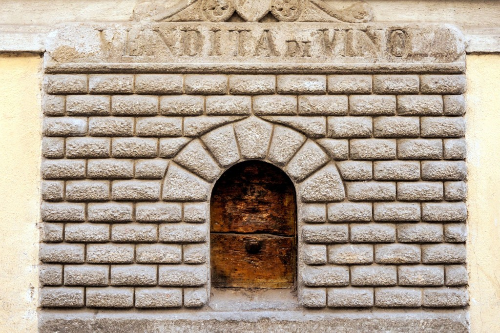 Restaurants in Italy are reopening ancient 'wine windows' used during the plague