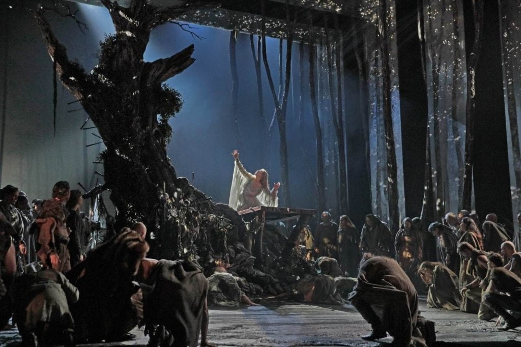 For once, the Met Opera goes traditional for season opener