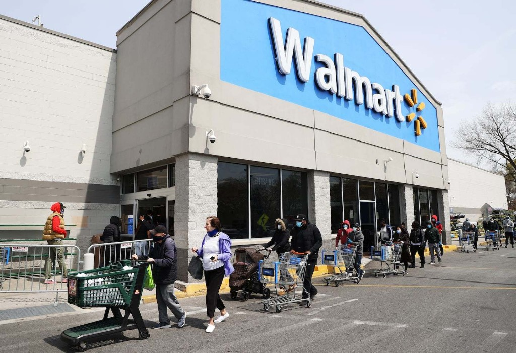 Walmart transforming 160 store parking lots into drive-ins