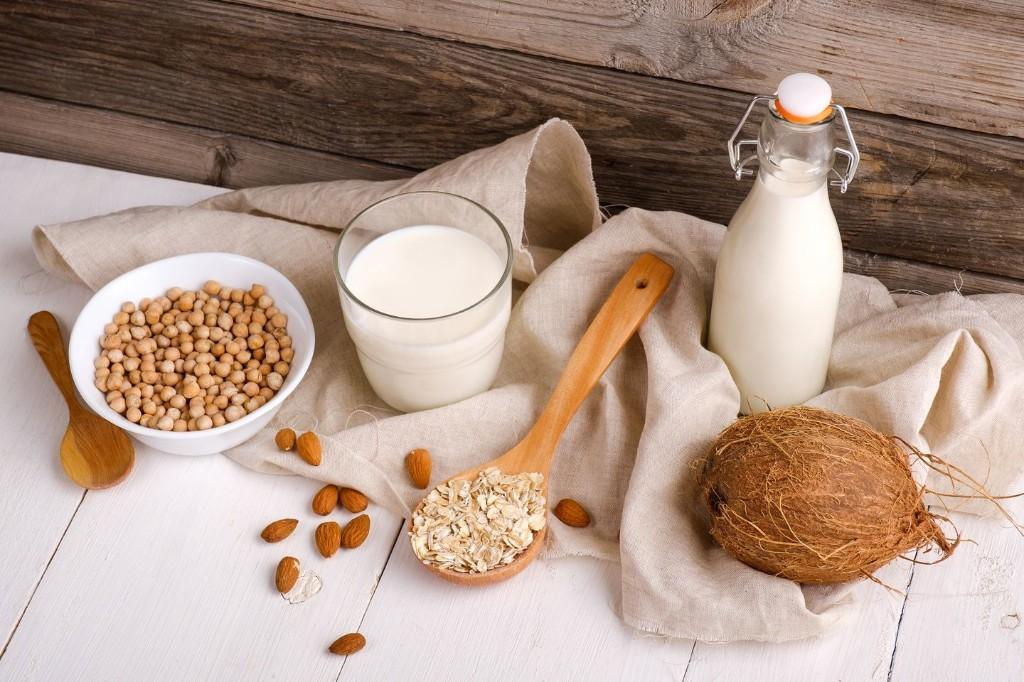 Soy, oat, almond, coconut or another? How to find the healthiest milk for your needs.