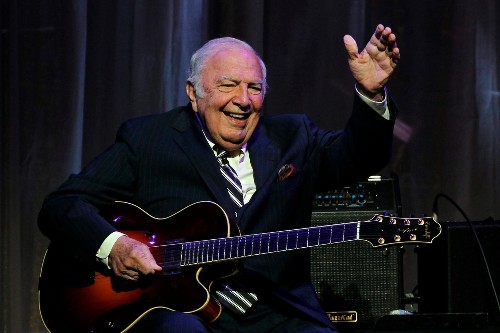 Bucky Pizzarelli, whose guitar mastery extended to seven strings, dies at 94 of coronavirus