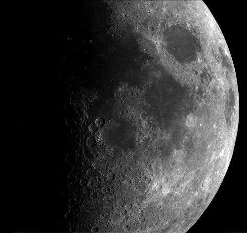 Study suggests Earth once had many moonlets — until they merged to form the moon