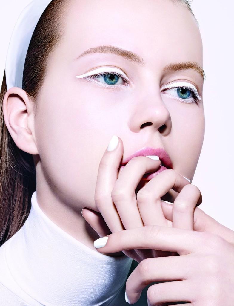 Nicole Kidman Look-Alike Model Julie Hoomans Shares Her Best Beauty Secrets