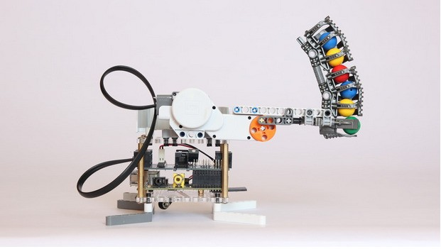 BrickPi Is A Robotics Hacking Platform That Combines Raspberry Pi And LEGO Mindstorms