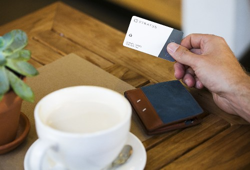 The Stratos Card Aims To Unify Credit Cards, And Can Be In Your Pocket Next Month