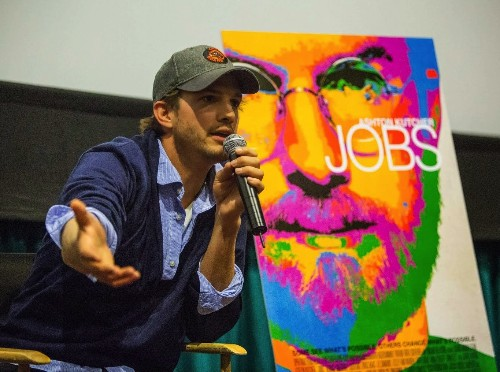 """Watch Ashton Kutcher Blow Kids' Minds With Steve Jobs Quotes In """"Smart Is Sexy"""" Speech"""