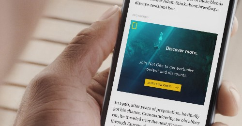 "Facebook Starts Hosting Publishers' ""Instant Articles"""