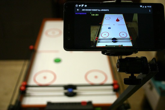 Watch this smartphone-assisted robot beat the pants off of humans in air hockey