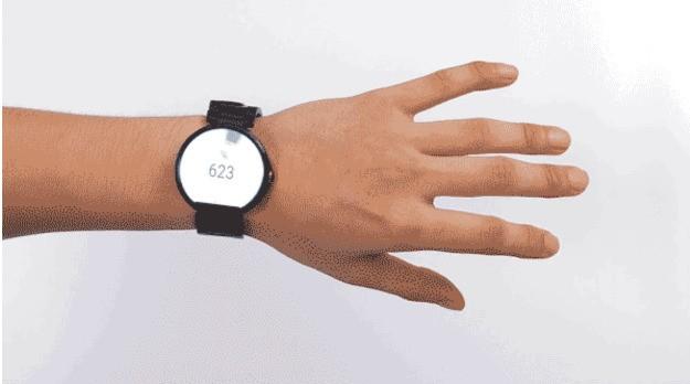 Ariaを装着するとスマートウォッチが指のジェスチャーで操作できるようになる
