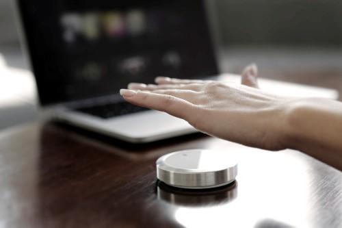 マウス(二次元、低精度)を超えた入力デバイス、フロー(三次元、高精度)は画面注視から人間ユーザを解放
