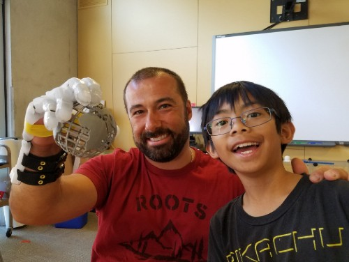 Nine-year-old boy prints a mechanical hand for his teacher