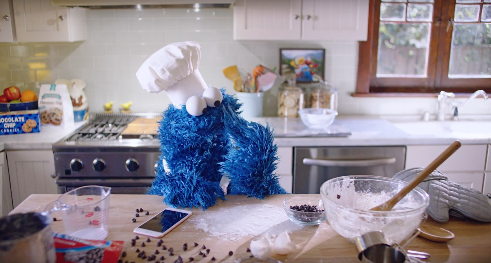 Apple debuts new iPhone 6s ad featuring hands-free Siri with the Cookie Monster