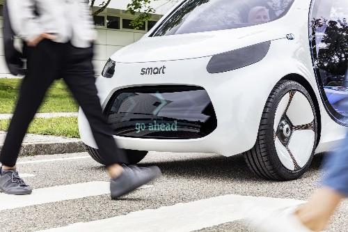 "Smart's autonomous concept car literally says ""Hello"""