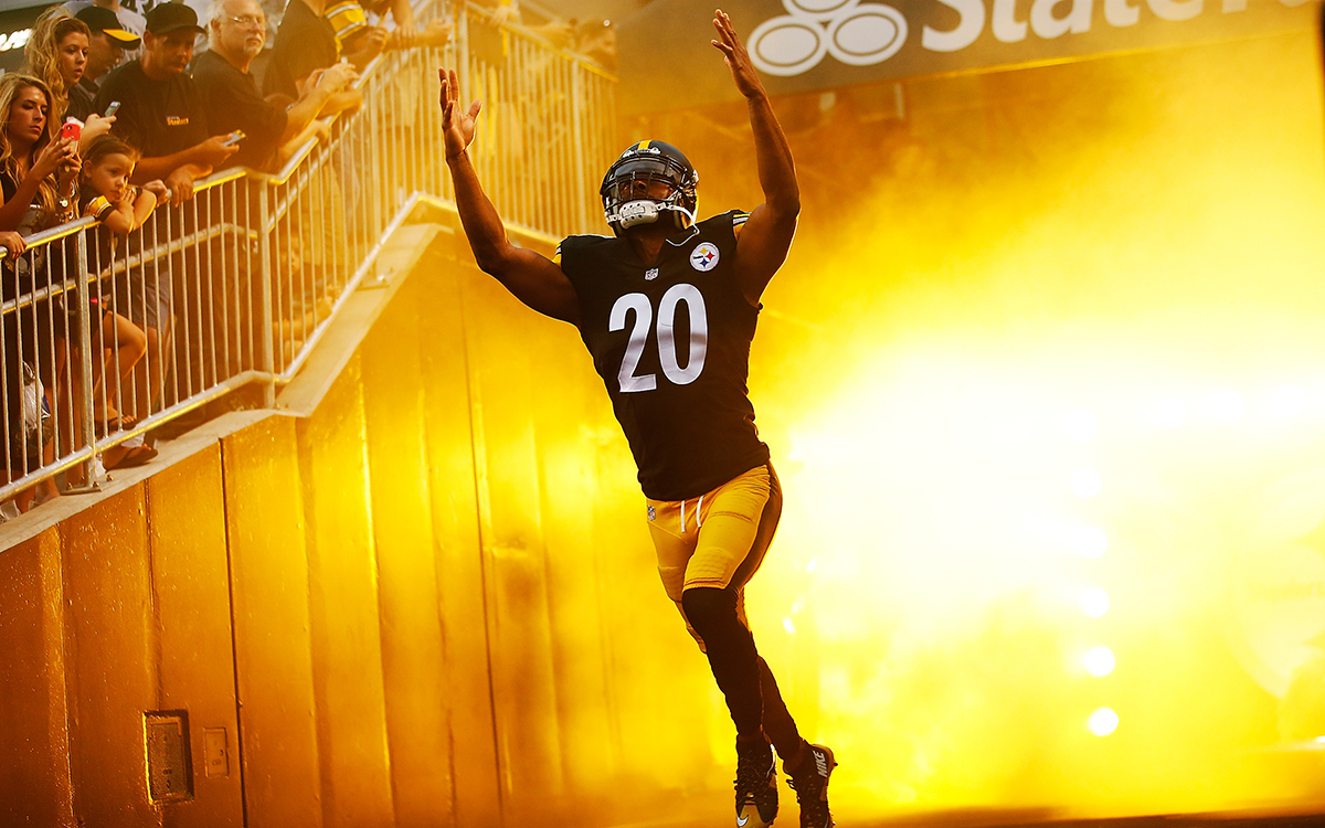 PITTSBURGH, PA - SEPTEMBER 03: Will Allen #20 of the Pittsburgh Steelers takes the field during introductions prior to the preseason game against the Carolina Panthers at Heinz Field on September 3, 2015 in Pittsburgh, Pennsylvania. (Photo by Jared Wickerham/Getty Images)