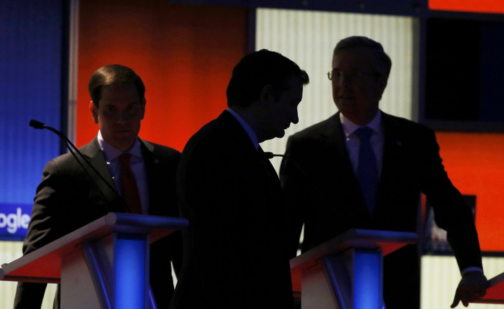 Republican presidential candidates Ted Cruz (C), Marco Rubio (L) and Jeb Bush (C) take a break during the Fox News debate in Des Moines, Iowa on January 28, 2015. REUTERS/Carlos Barria