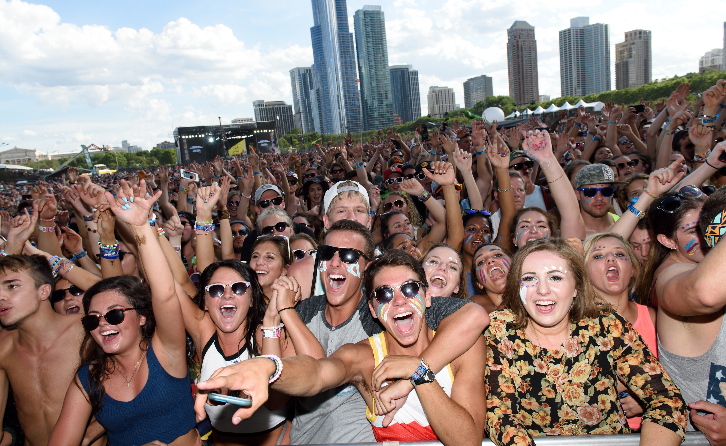 CHICAGO, IL - AUGUST 01: A general view of festival attendees watching Walk the Moon perform during Lollapalooza 2015 at Grant Park on August 1, 2015 in Chicago, United States. (Photo by Daniel Boczarski/Redferns)